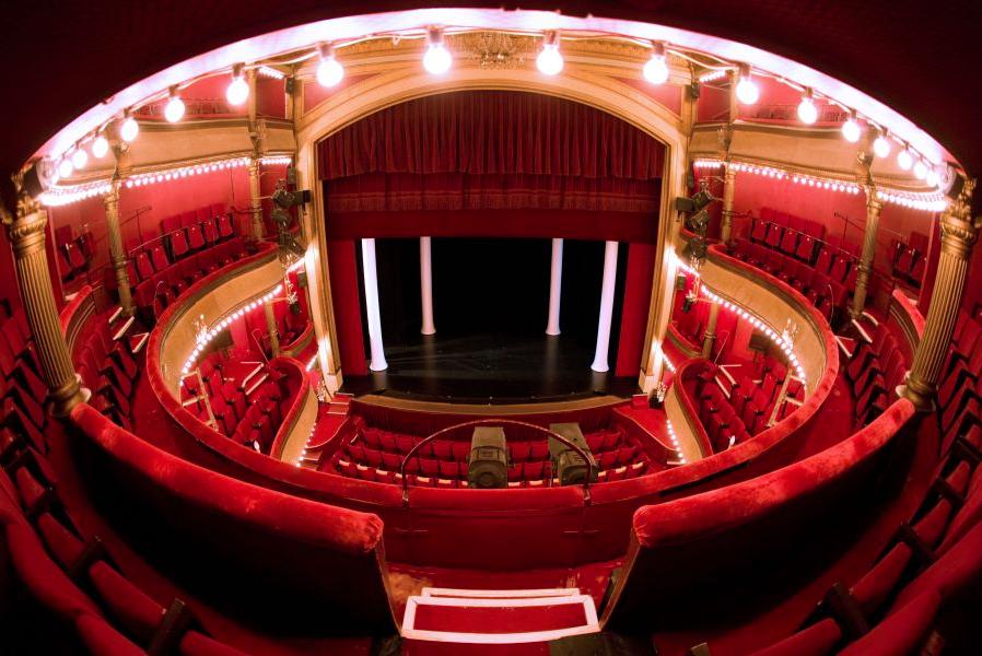 La salle à l'italienne du Théâtre des Bouffes Parisiens à Paris