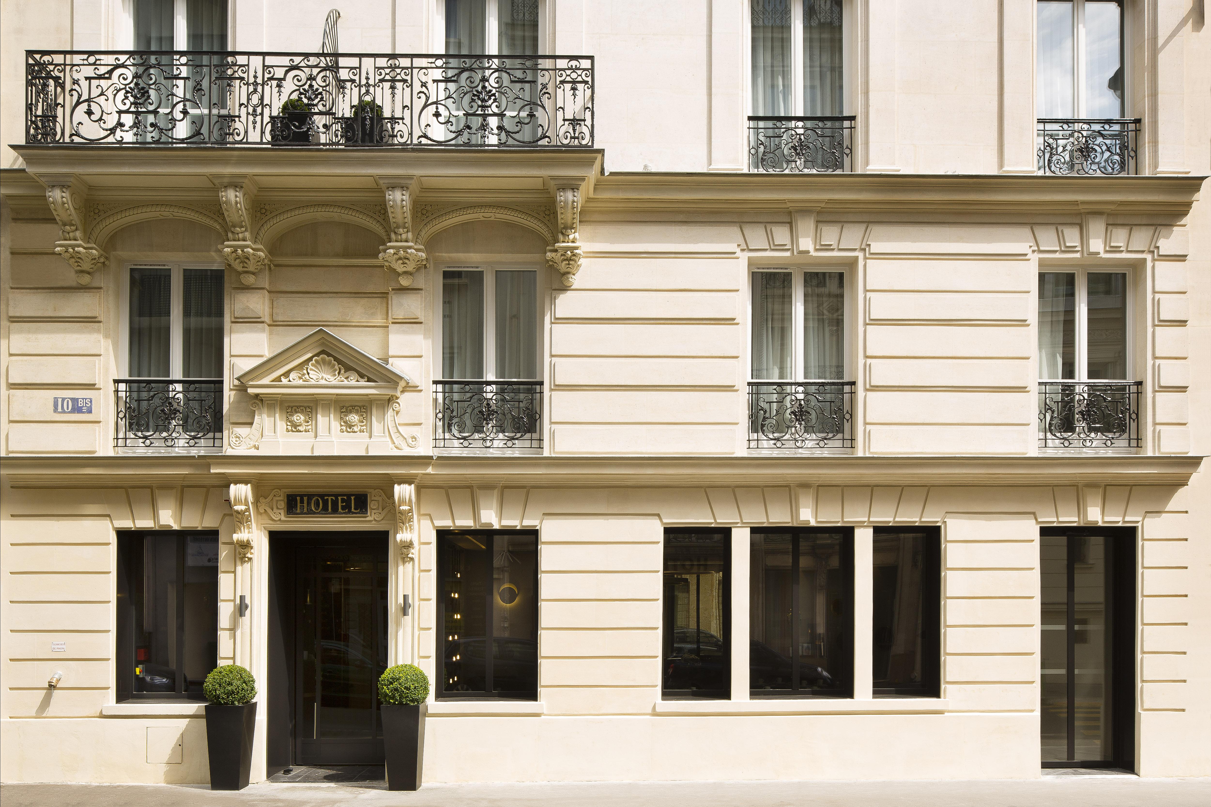 La façade de l'hôtel Le 10Bis