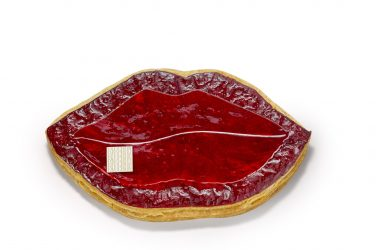 La galette Fauchon en forme de bouche laquée de rouge