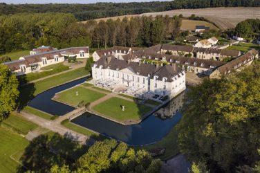 Château de Fillerval Chateauform' vue du ciel douves