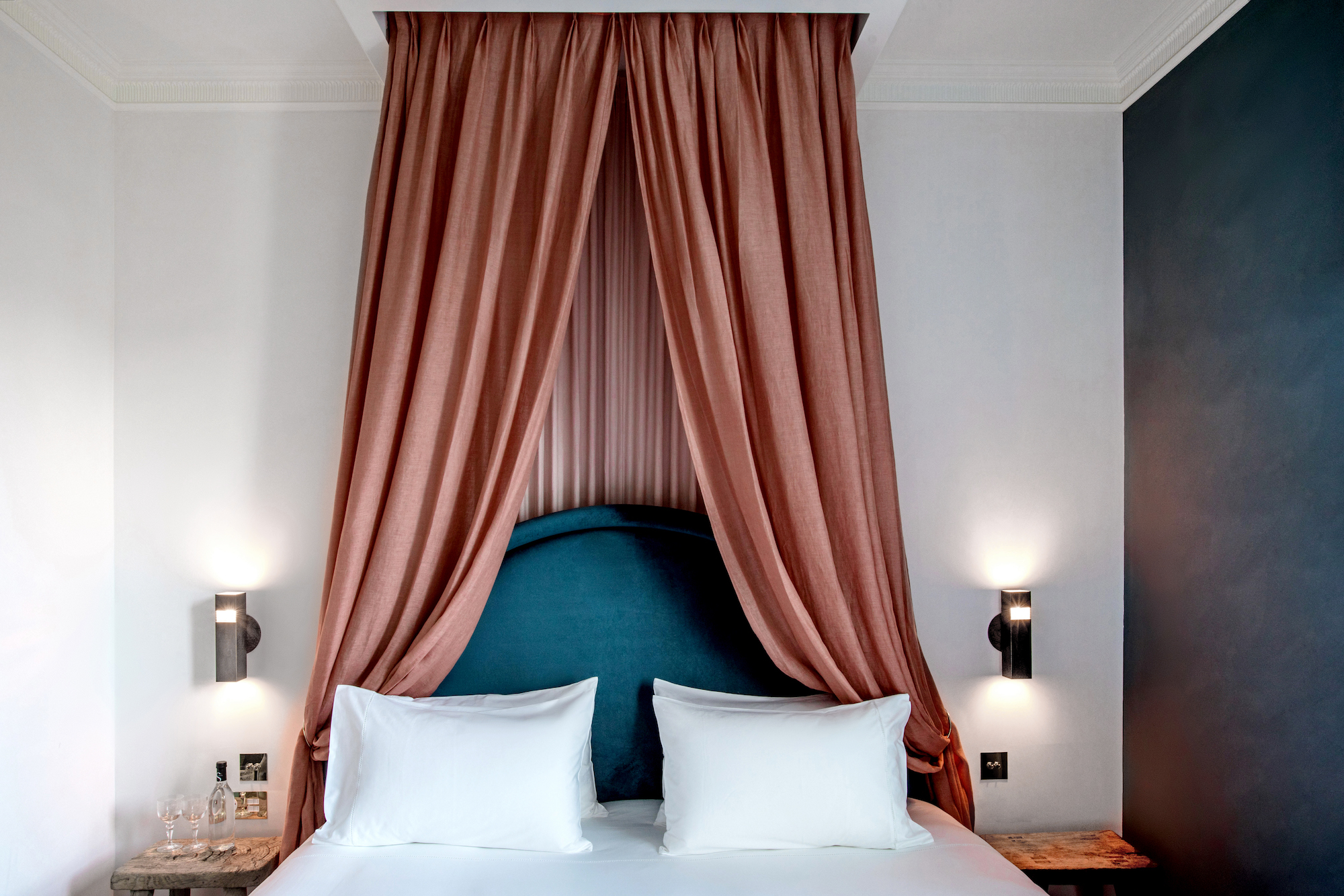 Grands Boulevards Hotel lit baldaquin
