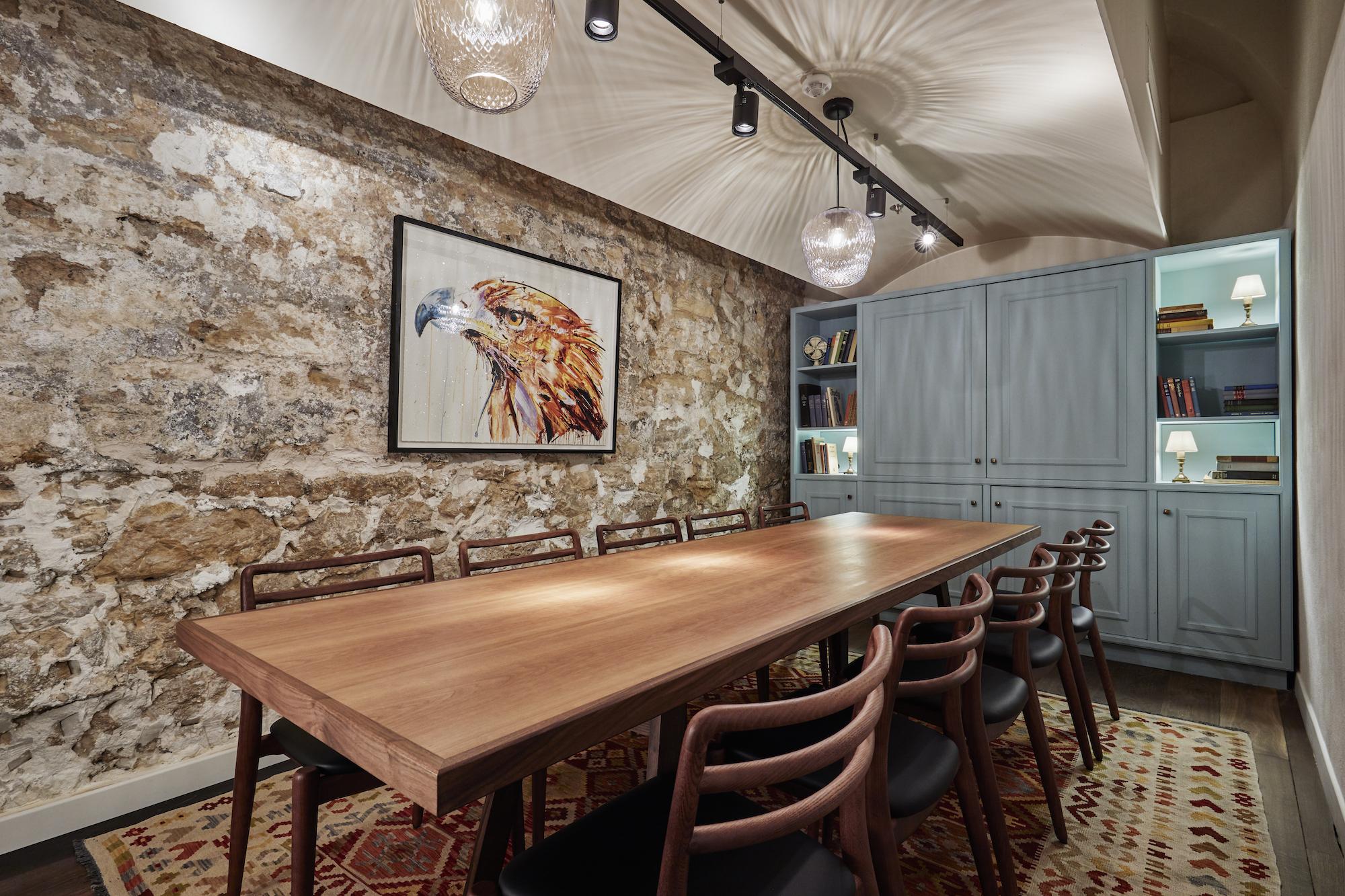 Salle de réunion table en bois
