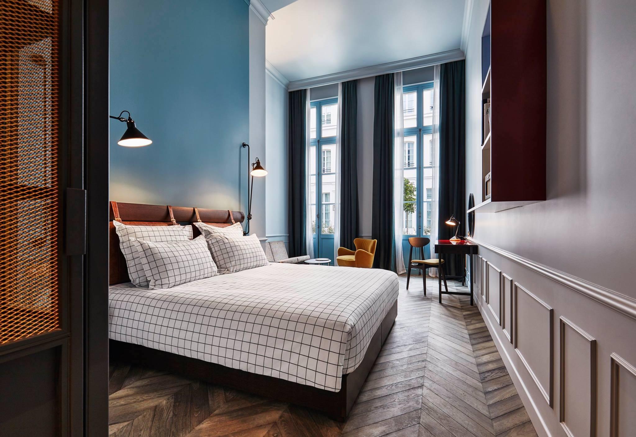 chambre hôtel lit paris