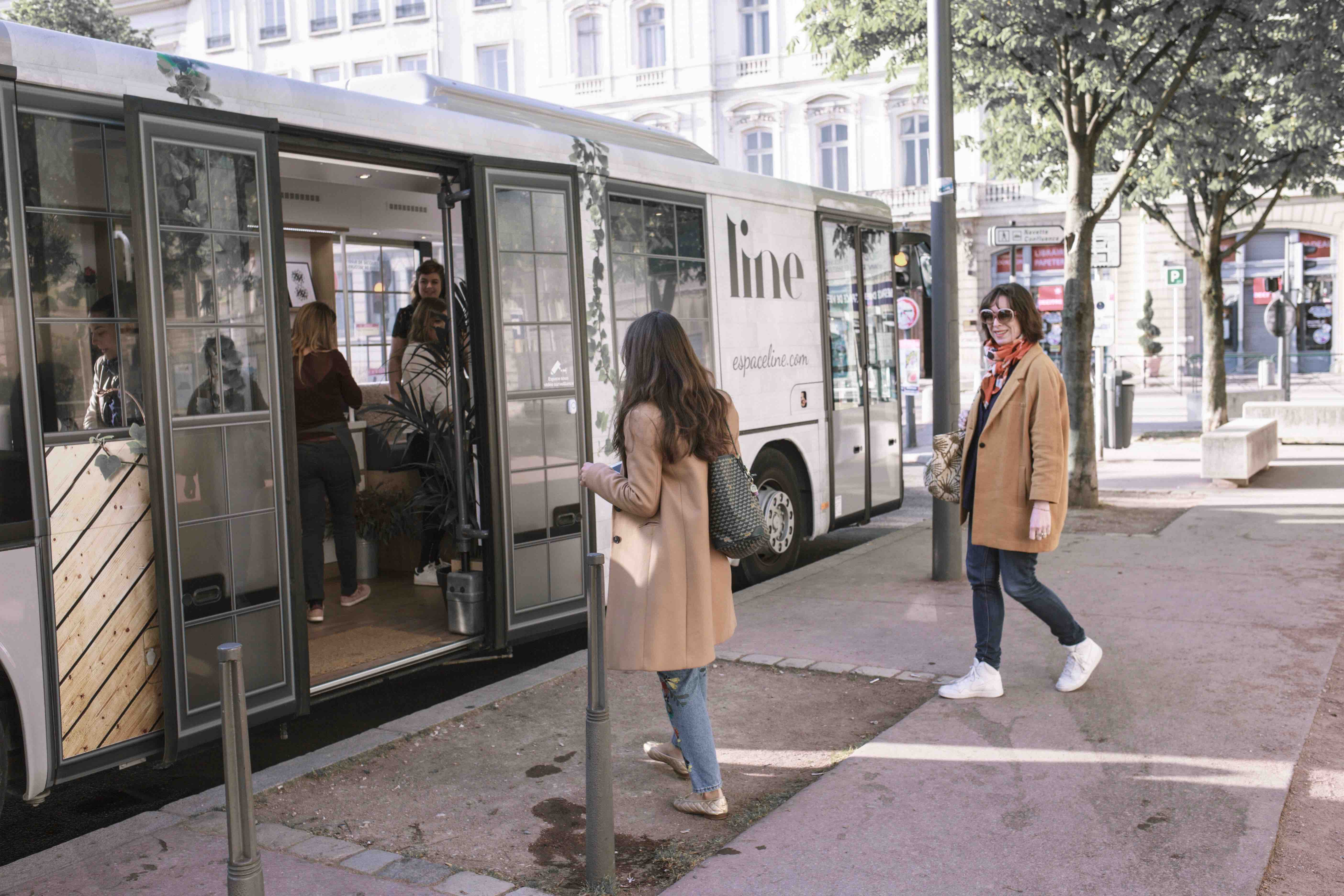 Espace LINE - Entree bus Salon BD